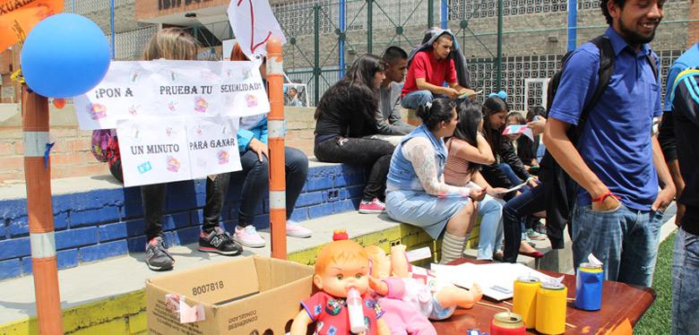 Jóvenes del IDIPRON participan de la feria de la sexualidad