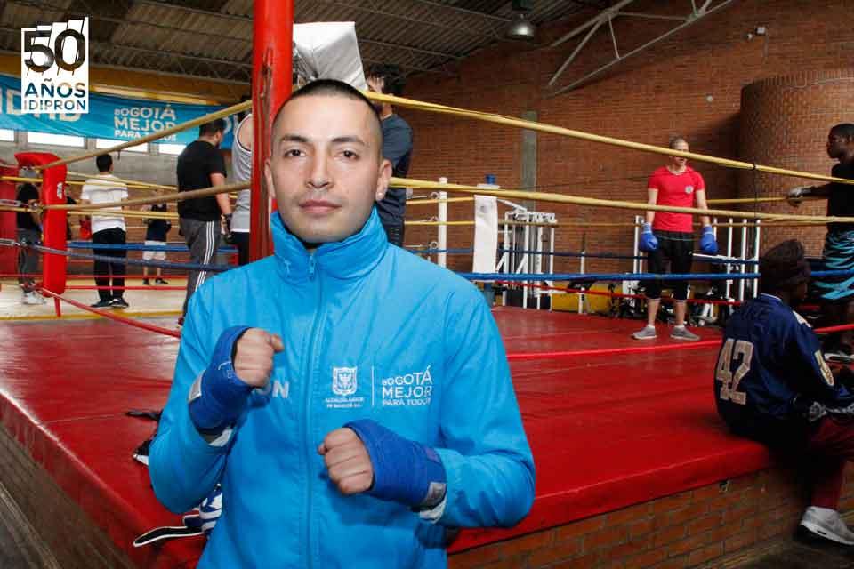 Jóven IDIPRON en el boxeo