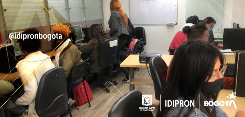 Jóvenes del IDIPRON con más oportunidades laborales