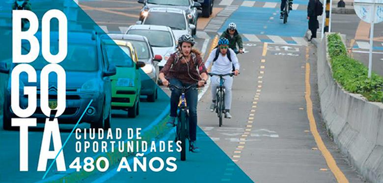 Personas en bicicleta en Bogotá