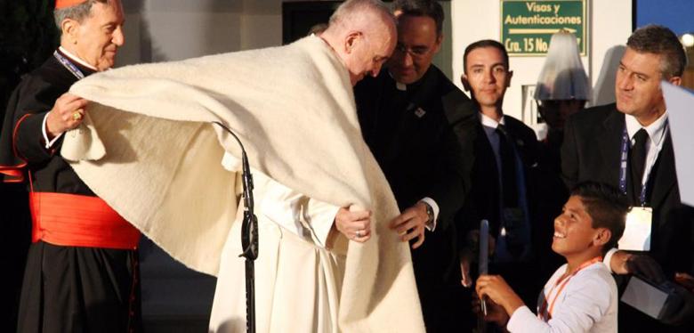 Jóvenes del IDIPRON dan emotivo recibimiento al papa Francisco